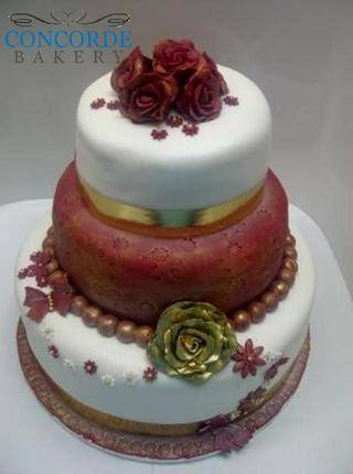 gold and red 3 tier